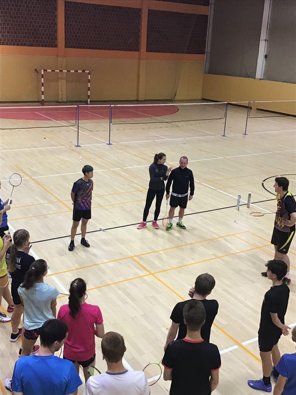 malajská hráčka LEE ZII QING, Tereza Švábíková a Luděk Židek na tréninku OTP v Kopřivnici